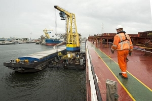 Amsterdam transhipment increases