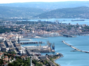 HHLA invests in Trieste