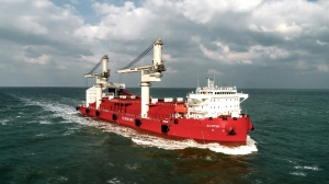 Liebherr floating cranes supply North Vietnam with energy